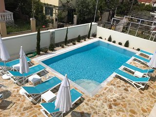 The Central Suites - NEW luxury 2 bed apartments in central Kassiopi with pool