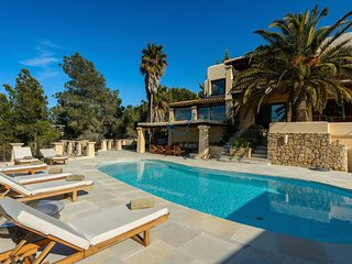 Private  Luxury with Spectacular Views 6 bedroom 6 bathroom large pool area