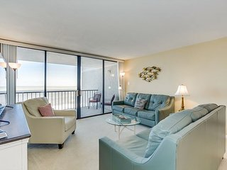 Spacious oceanfront condo located in Shore Drive + FREE DAILY ACTIVITIES!!!
