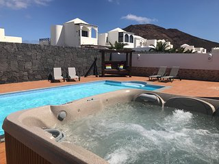 New 2019 Contemporary 3 Bed Villa With Sea Views, Sky,  Air Con Massive Hot Tub