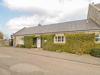 FORGE COTTAGE, Pet-friendly, WiFi, Country views, near Great Tosson