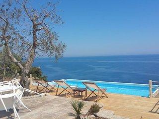 Villa Teresina Salento Sealovers - Trulli Villa with Rare Sea View Marina Serra