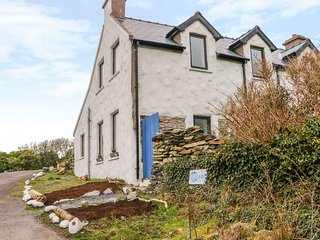 OCEAN STUDIO HOUSE, magnificent sea views, dog-friendly, near Kilcrohane
