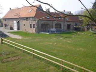 Het Sint Jansberghof. Een statige oude hoeve verbouwd tot vakantiewoning.