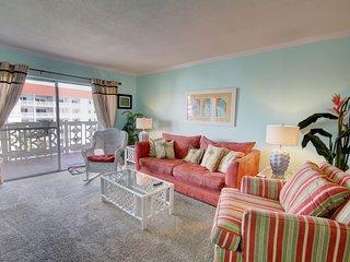Gulf View Condo w/Balcony, Pool, Tennis, Private Beach Access, & More!