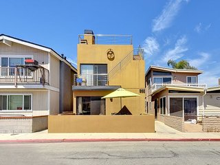 Contemporary Beach House Walk to the Beach! Amazing Rooftop Deck!