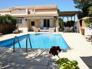 5 bedroom House with pool, 500 meters to beach