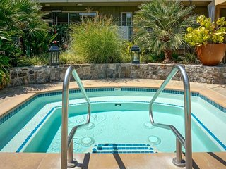 ULTIMATE BAY AREA ESCAPE! COZY 1BR SUITE, POOL, BREAKFAST, CLOSE TO ATTRACTIONS