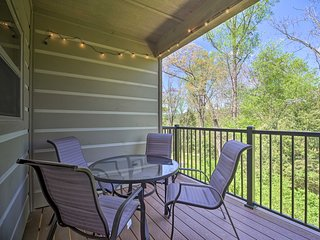 Townsend Condo w/ Pool & Great Smoky Mtn. Views!