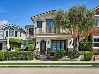 Luxury Newport Beach Home -1 Block from the Shore!