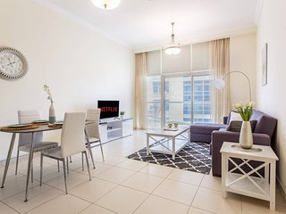 ★ Canal Views | Spacious Apartment in Business Bay