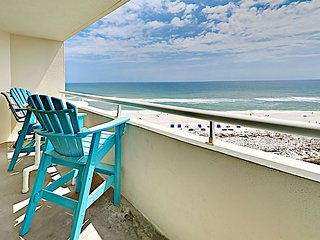 1BR Beachfront w/ Balcony, Views & Pools – Walk to Shops & Restaurants