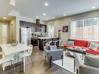 Brand-New Modern Apartment Near Elliot Bay, 4 Miles to Alki Beach & Downtown