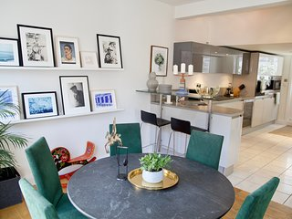 Spacious Kensington/Chelsea Apartment with  Roof Terrace