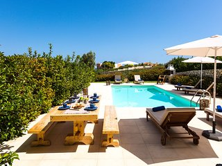Loutraki Seaview Villa, 100m from Loutraki Beach, Akrotiri Chania