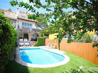 Lovely Villa Lucia with private pool and sea views