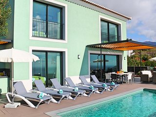 5 bedroom Villa with Pool, Air Con and WiFi - 5772825