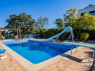 Cruz Assumada Villa Sleeps 9 with Pool and WiFi - 5239007