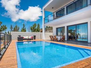 4 bedroom Villa with Pool and WiFi - 5785424