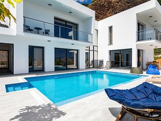 3 bedroom Villa with Pool and WiFi - 5785423