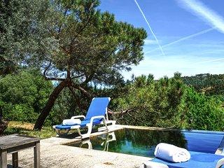 Tramagal Villa Sleeps 6 with Pool - 5772830