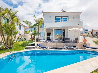 3 bedroom Villa with Pool and WiFi - 5779617