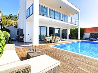 4 bedroom Villa with Pool and WiFi - 5786498