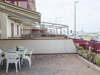 Three room apartment 50 meters away from the sea 'Parago'