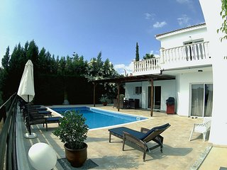 Coral Bay Tourist Location - 4 Bed Villa - Pool