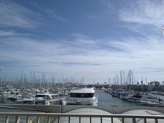 Renovated 1 bed apartment with terrace and views over Port