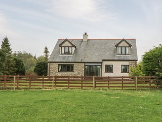 CAE GLAS, woodburner, lawned garden, table tennis, rural location, in