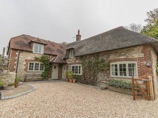 LITTLE FORGE, Thatched Cottage, Sleeps 5, village location, parking, West