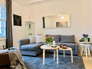 NEW! Perfect Location! 3BEDS/2BEDR/2BATH COVENT GARDEN 5min to subway!