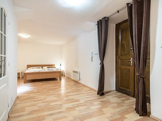 Spacious Studio 2 minutes away from National Museum by easyBNB