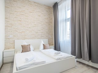 Minimalistic apartment for couples or families by easyBNB