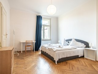 Spacious Three Bedroom Apartment in Vinohrady by easyBNB