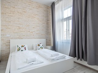 Bright apartment for couples or families by easyBNB