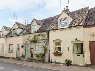 BUMBLE COTTAGE, pet-friendly, WiFi, Winchcombe