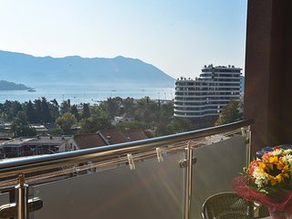 Apartment with Wonderful Sea View in the Centre Gospostina 18
