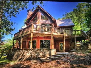 Lake House - Private Dock - Sleeps 12 - Huge Game Room - Hot Tub