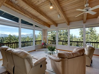 2280 Del Norte Quiet Mountain Top Lake View Home