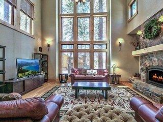 3597 Mackedie Heavenly Luxury Mountain Home