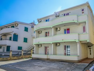 Pink Studio Apartment For Four Persons At Seaside