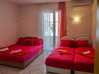 Pink Studio Apartment For Four Persons By The Sea