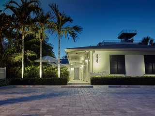 1BR Luxury Suite #2 on Ocean Drive, Steps to Beach