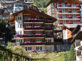 Chalet Carmen Mountain Exposure Zermatt - next to Matterhorn Express station