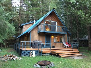 Snowline Cabin #48 - A Classic Family Cabin With an Outdoor Hot Tub!