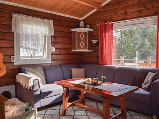Amazing home in Narvik w/ WiFi and 4 Bedrooms
