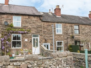 4 ECCLESBOURNE COTTAGES, family and pet-friendly, walks and cycle routes