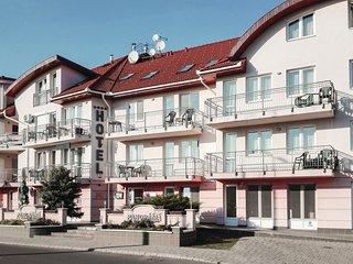 Amazing apartment in Hajdúszoboszló w/ Sauna, Outdoor swimming pool and 1 Bedr